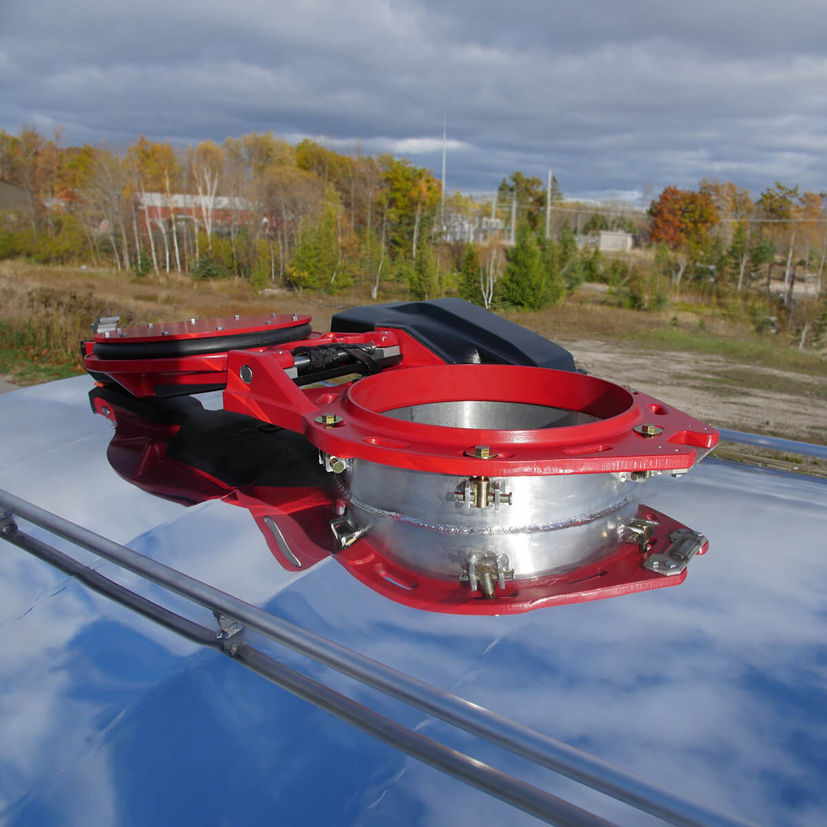 Autohatch™ open on tank trailer